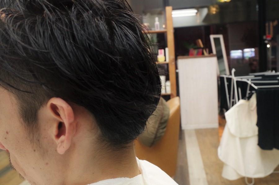 営業後に西田さんの髪を切りました。