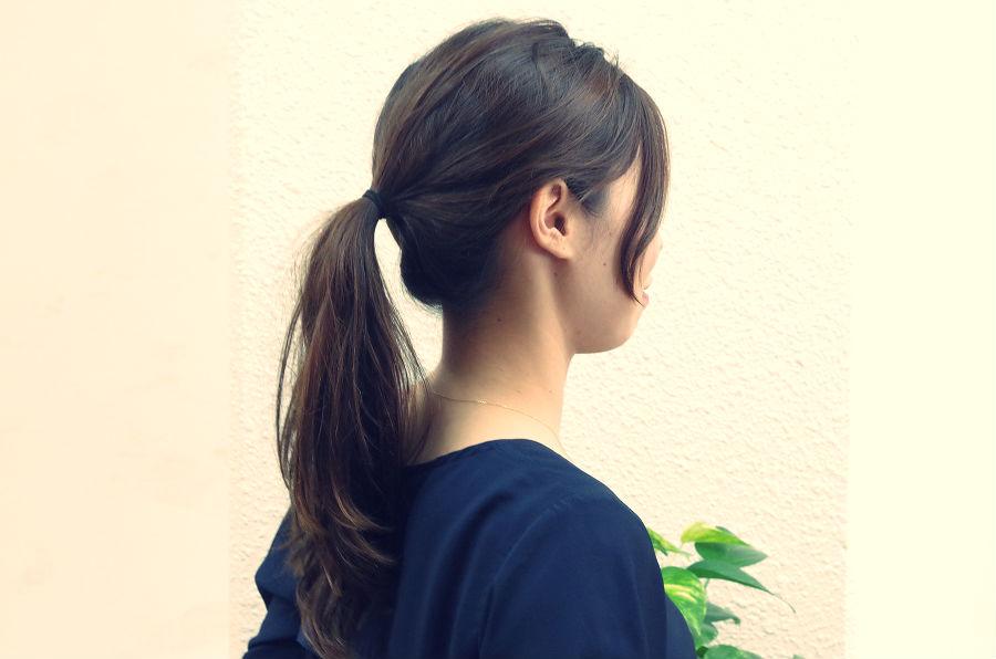 髪をしばる位置で印象が変わります。