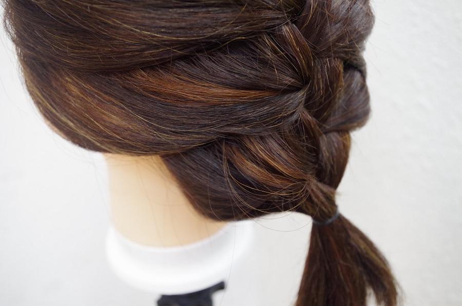 髪の色があまり明るく出来ない方はこっそりインナーカラー。