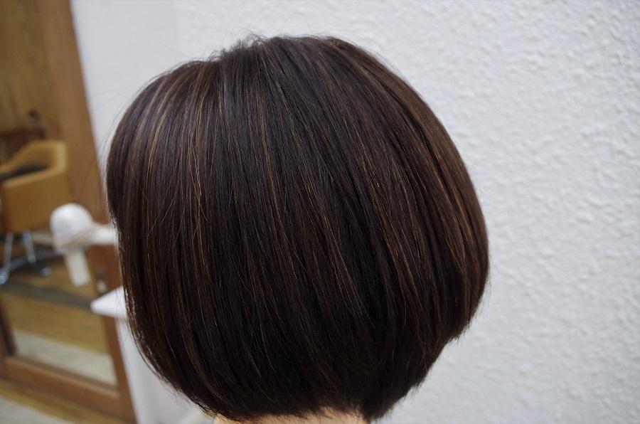 ハイライトでヘアスタイルに変化を。