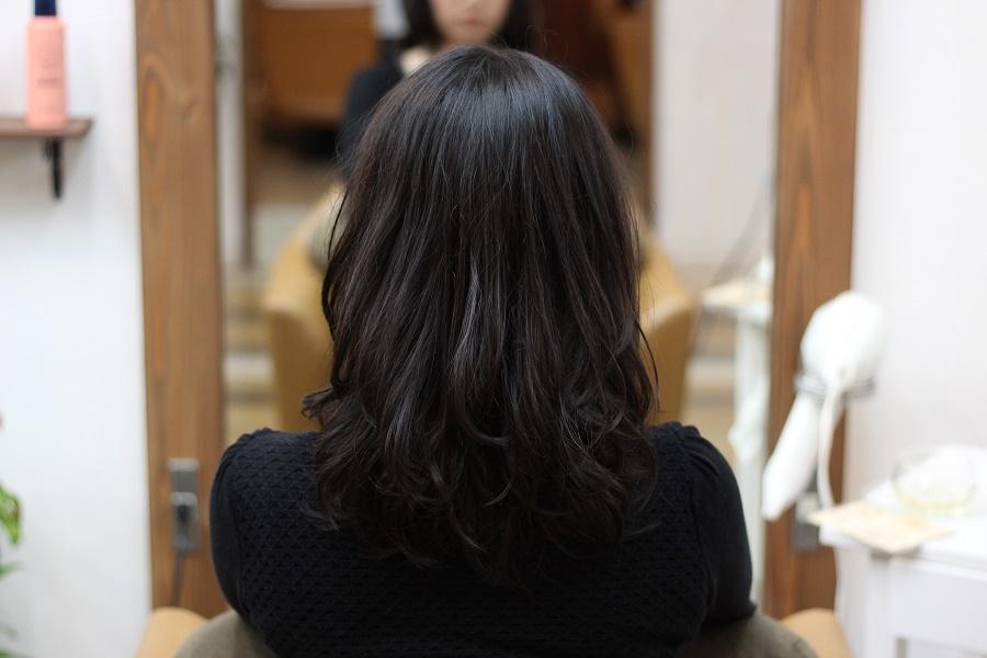 トップのボリューム、毛先のまとまりをデジタルパーマで改善