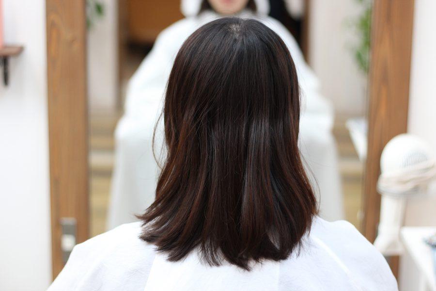 襟やマフラーでハネてしまう髪をデジタルパーマで落ち着かせませんか?