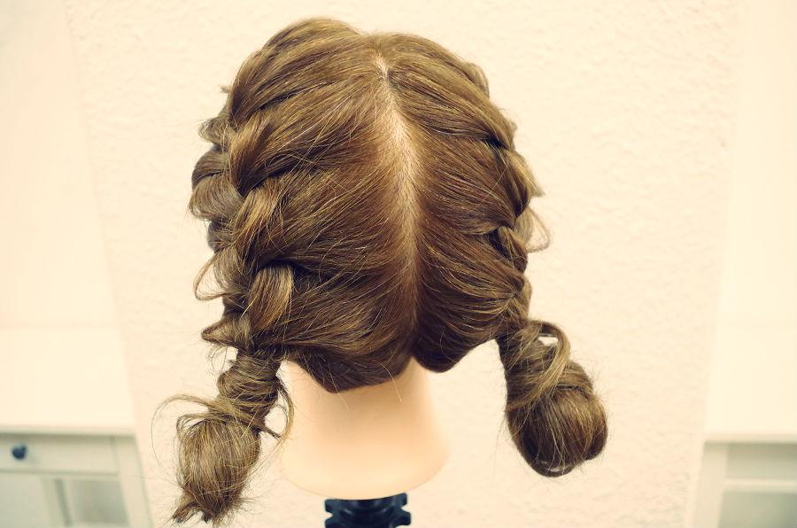 卒業旅行はおそろいの髪型!?