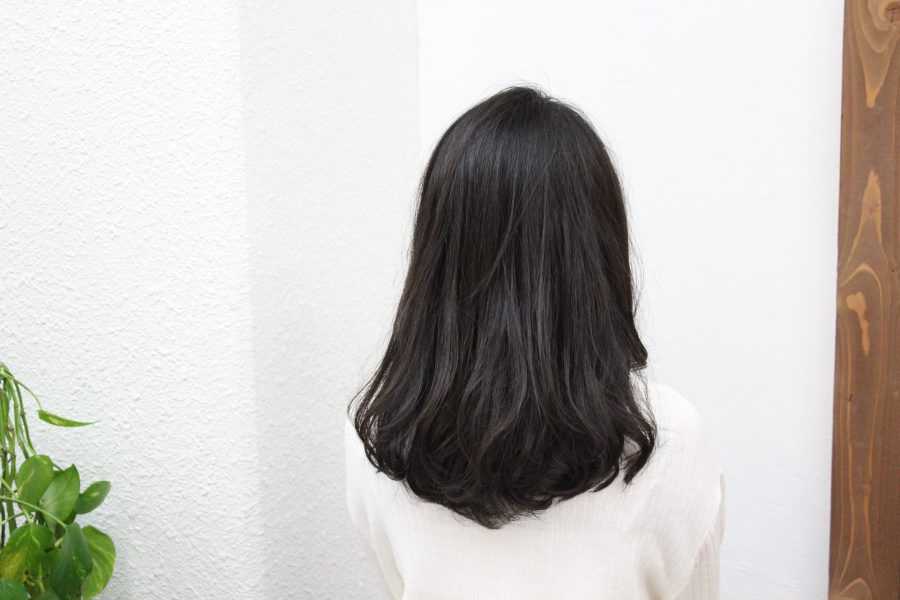 多くて広がりやすい髪をデジタルパーマでまとめる