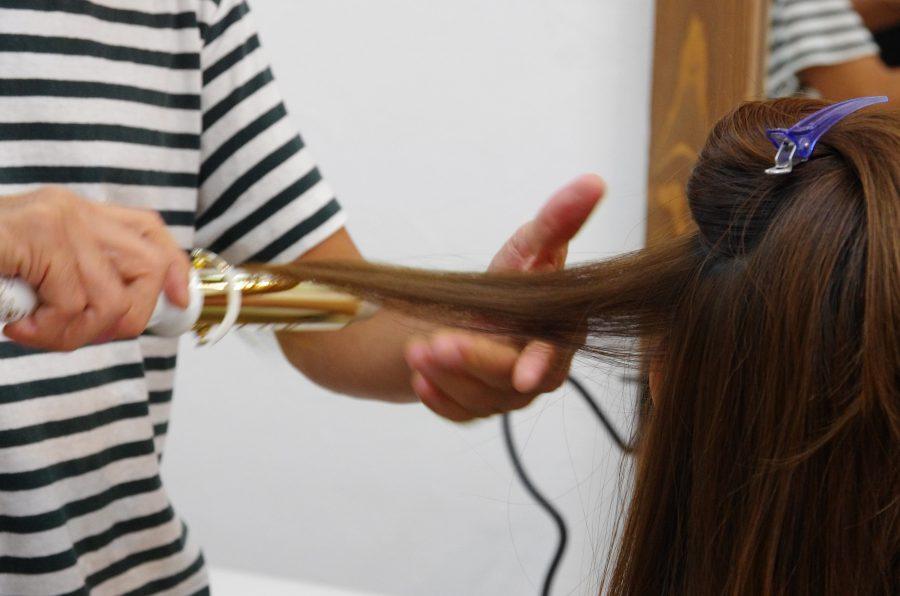 頻繁に巻いて髪がパサつく方に