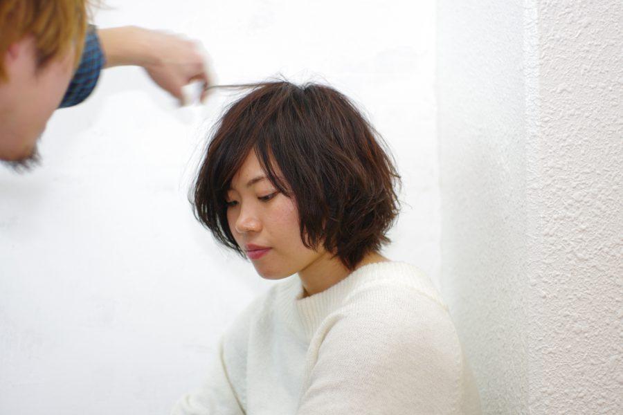 ショートヘアの無造作デジタルパーマスタイル撮影