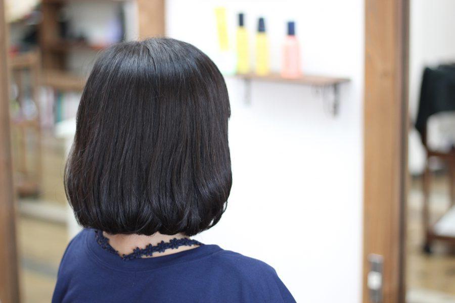毎日のアイロンが傷む、ハネる髪の手間を減らしダメージも減らす
